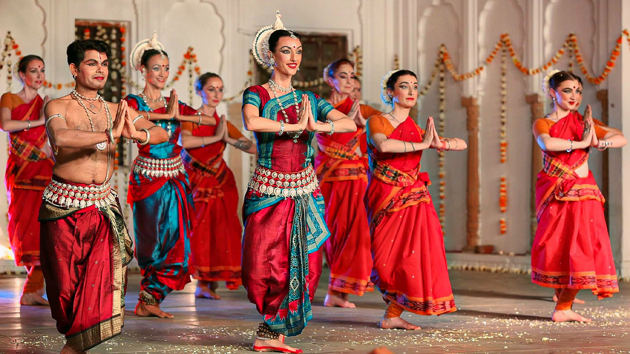 Colleena Shakti: A US-based girl runs a dance school in a 300-year-old temple in Pushkar - Pushkar, an ancient town situated in Rajasthan, is home to a US-based girl Colleena Shakti who has been running a dance school here in a 300-year-old Rangji Temple, Pushkar (Rajasthan).